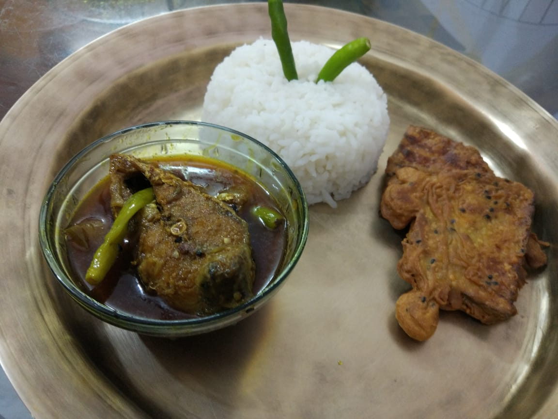 Delicious simple hilsa with brinjal