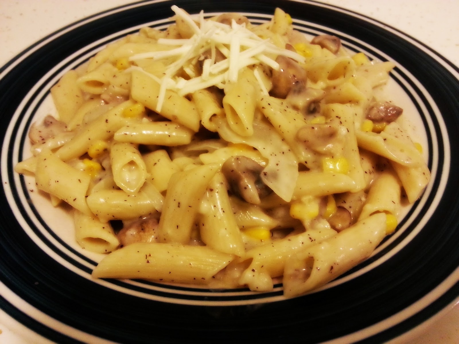 Penne with Mushroom and Chicken in White sauce